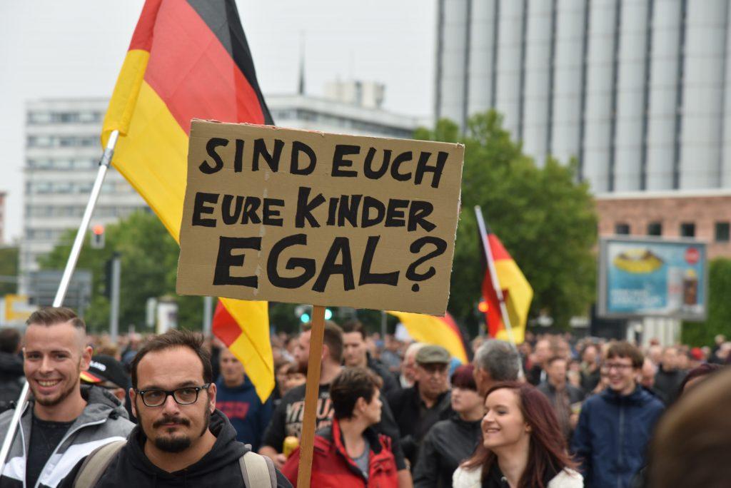 Lemmerich_F2_AfD_Chemnitz_Trauermarsch-Demonstration Pro Chemnitz 01-09-2108 shutterstock_1170323596